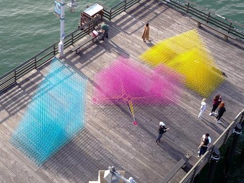 海邊朦朧的裝置藝術——Runaway