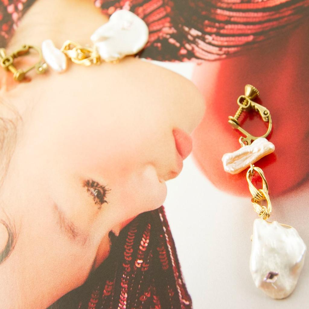 絕色系列-淡水珍珠與施華洛世奇 黃銅工藝耳夾