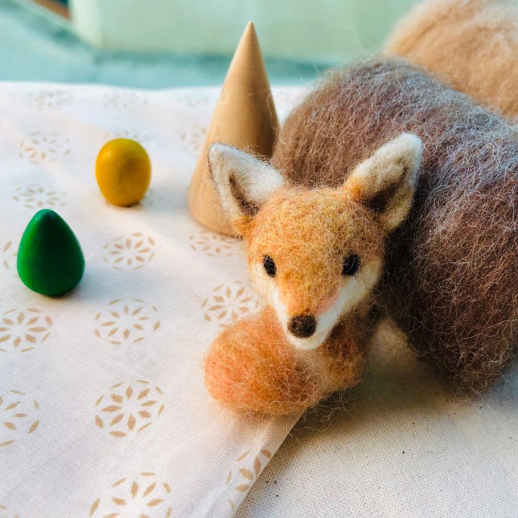 小赤狐胸針