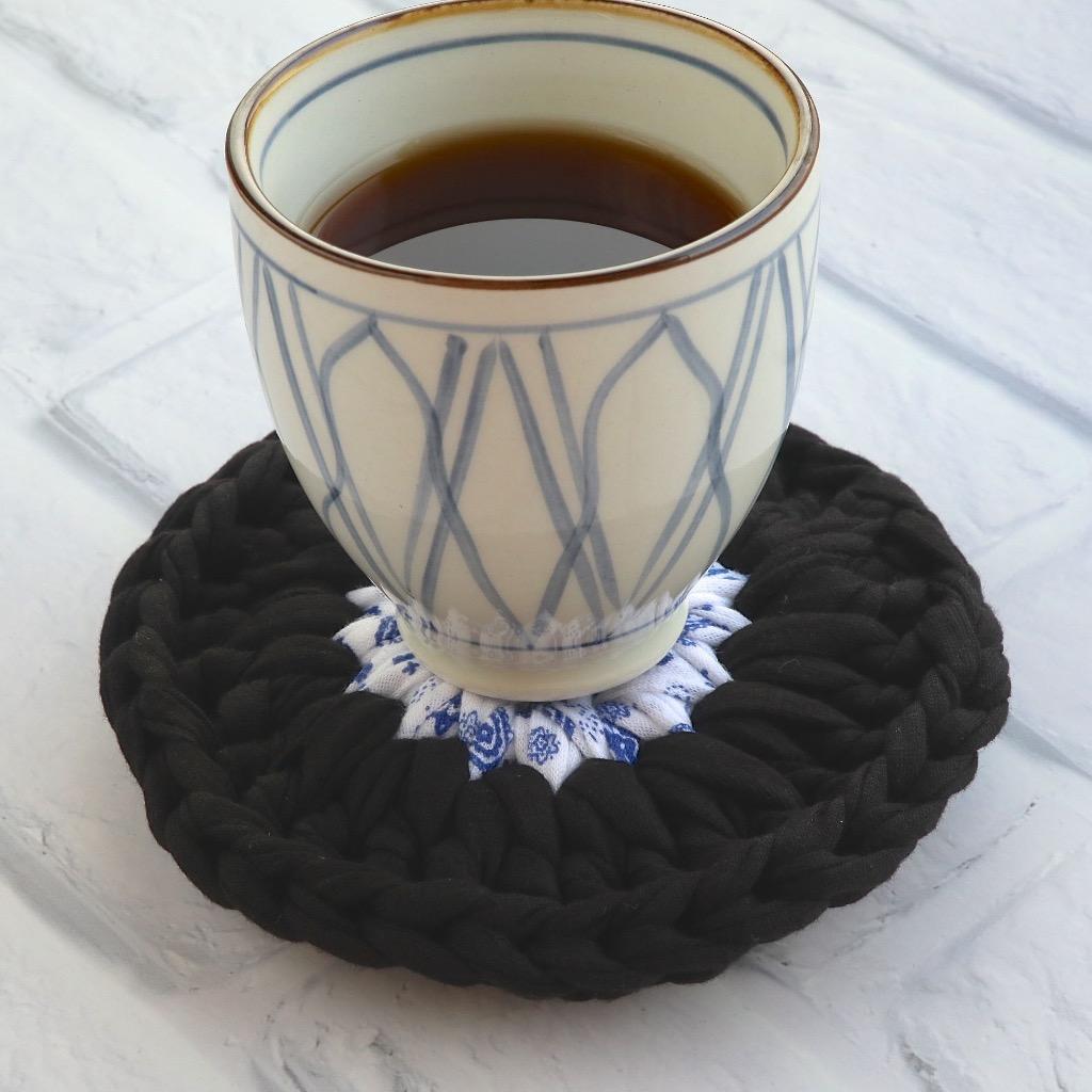 圓形 布條手工鉤織杯墊 / 隔熱杯墊 藍色花紋 & 黑  禮物訂製