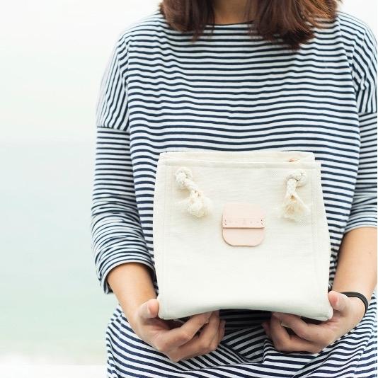 米色帆布小方形袋