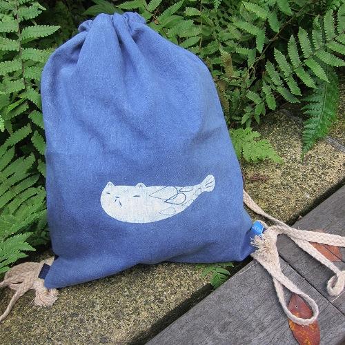 海袋-中性束口背包-魚喵 / 植物染